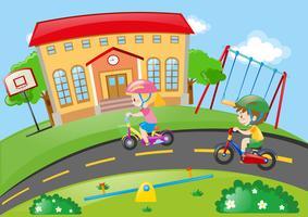 Menino e menina andando de bicicleta no parque vetor