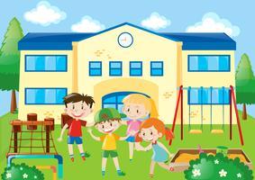 Quatro, estudantes, em, a, escola, pátio recreio