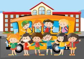Muitos, estudantes, montando, schoolbus, escola vetor