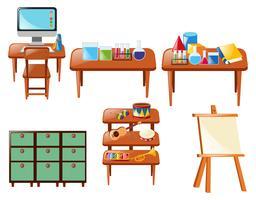 Objetos escolares diferentes na mesa vetor