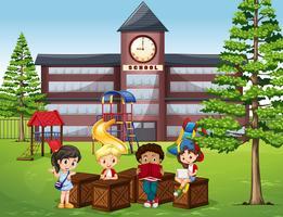 Crianças a ler e a sentar-se em frente da escola