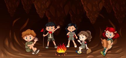 Grupo de crianças multiculturais camping vetor