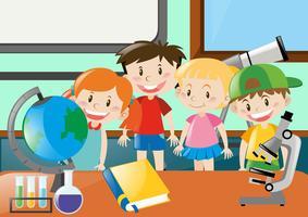 Meninos e meninas aprendendo ciência em sala de aula vetor
