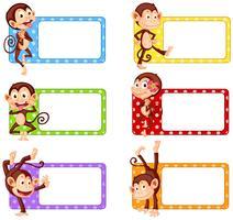 Etiquetas quadradas com macacos engraçados vetor
