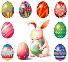 Um coelho cercado com ovos de páscoa vetor