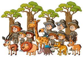 Parkrangers e crianças com animais na floresta
