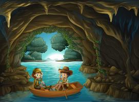 Uma caverna com duas crianças andando em um barco de madeira