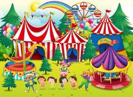 Crianças, tendo divertimento, em, a, circo vetor