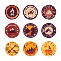 Turismo ao ar livre acampar emblemas planas vetor