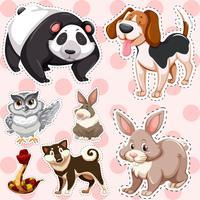 Conjunto de adesivos de animais fofos no fundo rosa vetor
