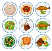Diferentes tipos de comida em pratos redondos vetor