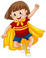 Um garoto vestido de super-herói em fundo branco