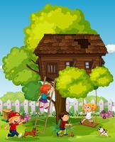 Crianças, tocando, em, a, treehouse vetor