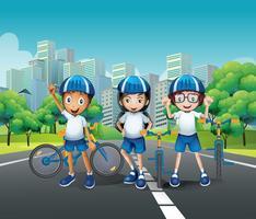Três crianças andando de bicicleta na estrada vetor