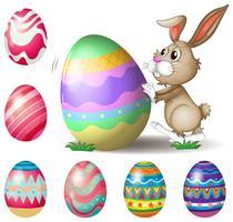 Um coelho empurrando um grande ovo de Páscoa vetor