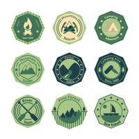 Turismo ao ar livre acampar emblemas plana