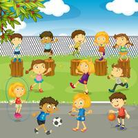 Muitas crianças brincando no parque vetor
