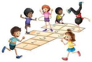 Crianças brincando de amarelinha no campo