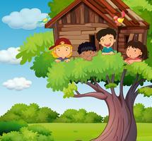 Crianças brincando na casa da árvore no parque vetor
