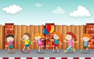 Crianças andando na calçada vetor