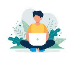 Homem com o portátil que senta-se na natureza e nas folhas. Ilustração do conceito para trabalhar, freelancing, estudando, educação, trabalho em casa. Ilustração vetorial no estilo cartoon plana