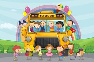 crianças e ônibus escolar