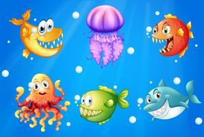 Um mar com criaturas sorridentes vetor