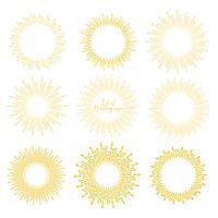 O grupo de estilo dourado do sunburst isolado no fundo branco, estourando irradia a ilustração do vetor.