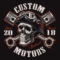 Crânio de motociclista com design de t-shirt de pistões cruzados (versão colorida)