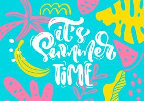 Bonito cartão escandinavo com texto de letras caligráficas, seu horário de verão. Etiquete o molde com plantas engraçadas e flores no vetor. Conceito moderno de viagens de férias com elementos de design gráfico