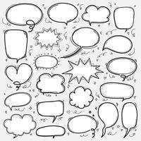 Conjunto de bolhas de mão desenhada. Balão de quadrinhos estilo Doodle, nuvem em forma de elementos de Design.