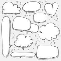 Conjunto de bolhas de mão desenhada. Doodle estilo balão em quadrinhos, nuvem, coração em forma de elementos de Design.
