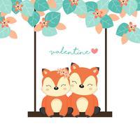 Cartões de dia dos namorados. Raposas casal no balanço da floresta.