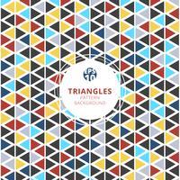 Padrão de triângulos coloridos no fundo branco.