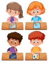 Grupo de estudante jogando tablet vetor