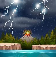 Uma erupção do vulcão na noite chuvosa
