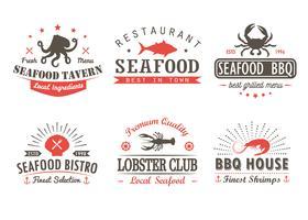 Conjunto de marisco vintage, churrasco, modelos de logotipo de grelha, emblemas e elementos de design. Coleção de logotipos para loja de frutos do mar, café, restaurante. Ilustração vetorial Hipster e estilo retrô.