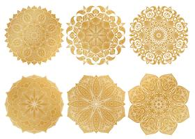 Conjunto de 6 mandala árabe de ouro desenhados à mão sobre fundo branco. Ornamento étnico.