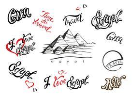 Egito. Conjunto de elementos de design. Gizé Esboço de pirâmide. Desenho à mão. Letras inspiradoras. Modelos. Viagem. Industria do turismo. Vetor.