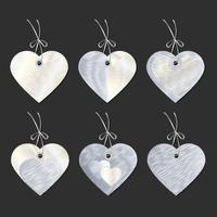Um conjunto de tags na forma de corações. Bordado. Vetor
