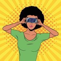 Mulher com tecnologia de óculos de realidade virtual
