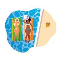 lindas meninas inter-raciais com colchão flutuante na água