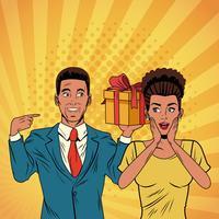 Casal de negócios de arte pop com desenhos animados presentes