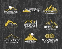 Conjunto de Verão ou Inverno montanha explorador acampamento emblemas, logotipos e rótulos