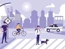 homem de polícia com carro e pessoas na rua rua