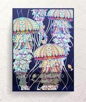 Modelo de folheto com água-viva estampada