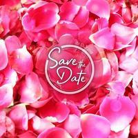 Fundo de convite de casamento de pétalas de rosa vetor