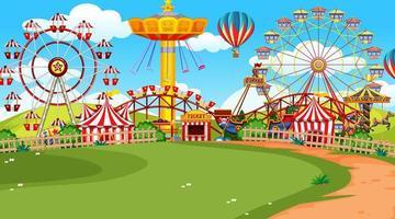 Uma cena de feira de diversões no gramado verde