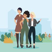Na moda jovens mulheres juntas no parque