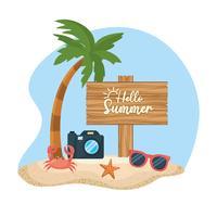 Palmeira com Olá sinal de verão na areia